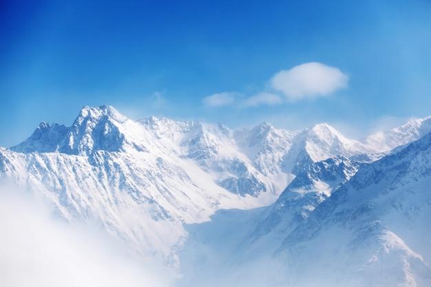 Top van alpen in de lucht