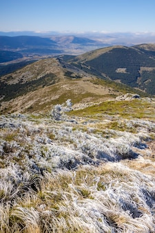 Top van the dead woman. berg in het sierra de guadarrama national park in segovia. wandelroute om van de natuur te genieten. in spanje, europa