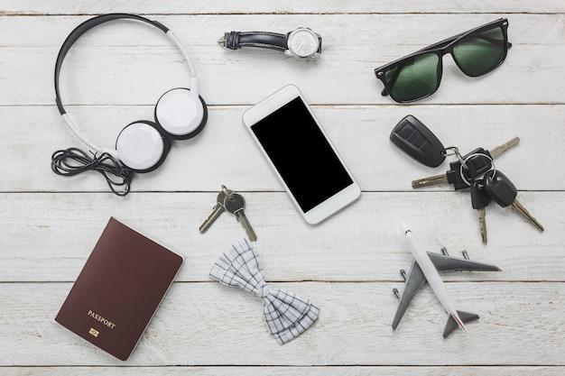 Top view accessoires om te reizen met man kleding concept. bow ti