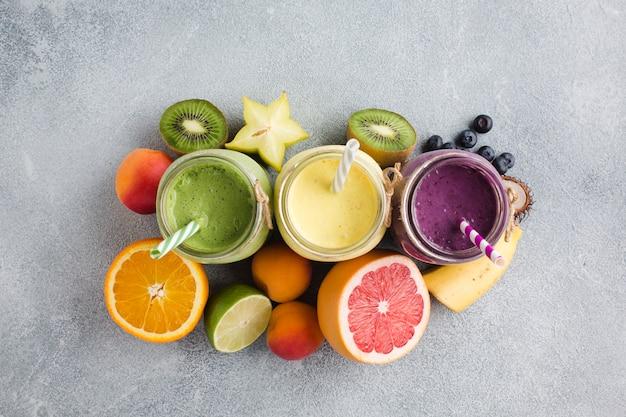 Topview-smoothies en fruit