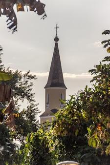 Toren van de lutherse kerk van pomerode in blumenau santa catarina