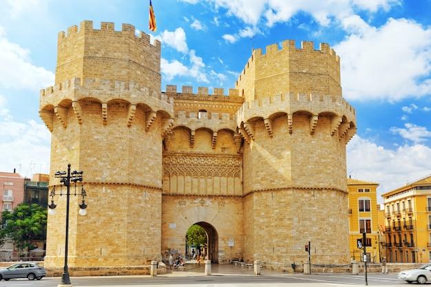 Torens van serranos in valencia. spanje.