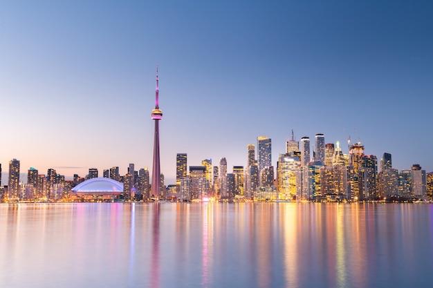 Toronto skyline van de stad bij nacht, ontario, canada