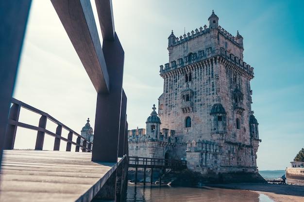 Torre de belem in portugal met rivier