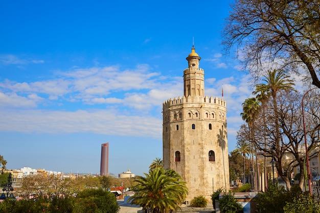 Torre del oro toren van sevilla in sevilla, spanje