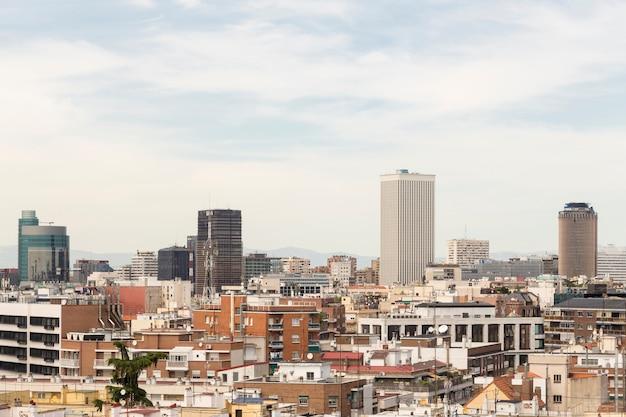 Torres symbolisch voor madrid in de wijk azca