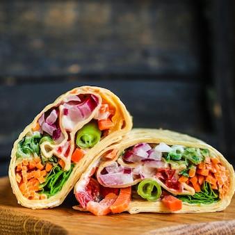 Tortilla burrito wrap vulling groenten lavash