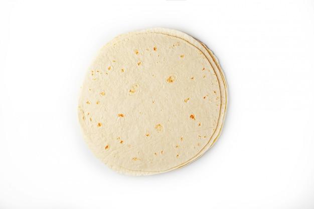 Tortilla. maistortilla of eenvoudig tortilla is een soort dun ongezuurd brood gemaakt van hominy.