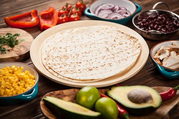 Tortilla met een mix van ingrediënten