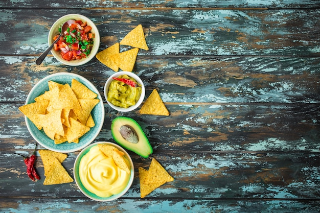 Tortillachips en diverse dips