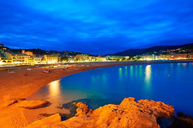 Tossa de mar-zonsondergang in costa brava van catalonië