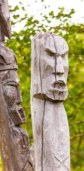 Totempalen van de aboriginals van kamtsjatka: itel'men en koryak.