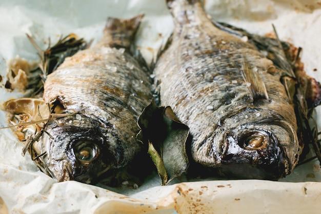 Tow gegrilde dorado vis