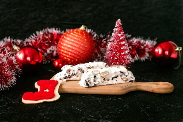 Traditioneel spaans zoet nougatdessert van kerstmis