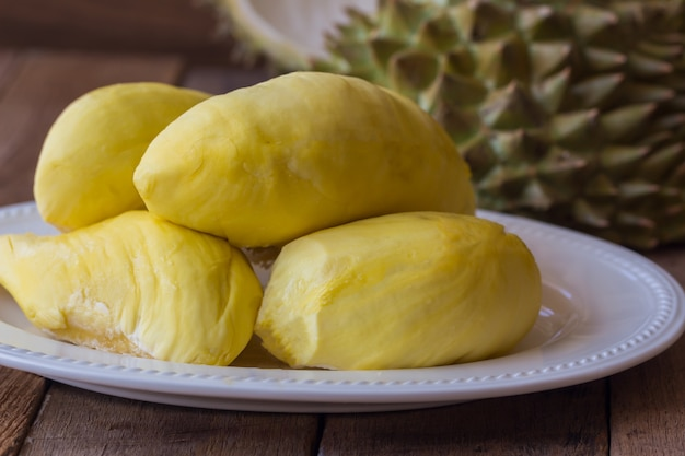 Traditioneel thais fruit: durian, de koning van fruit in thailand, zo zoet en goed ruikend.