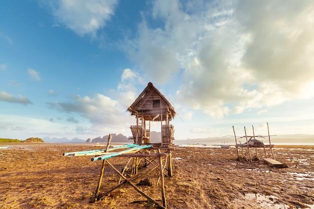 Traditioneel vissersdorp op het eiland palawan, filippijnen