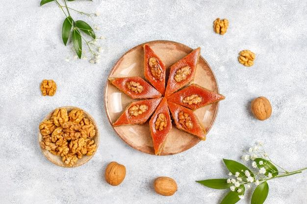 Traditionele azerbeidzjaanse vakantie novruz snoep pakhlavas.