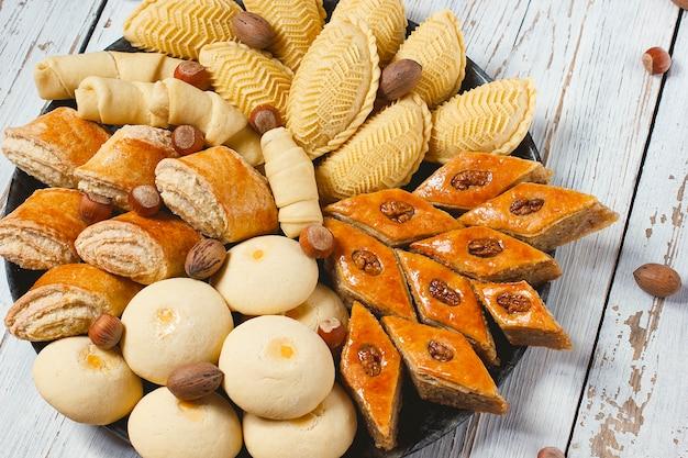 Traditionele azerbeidzjan gebakjes Gratis Foto