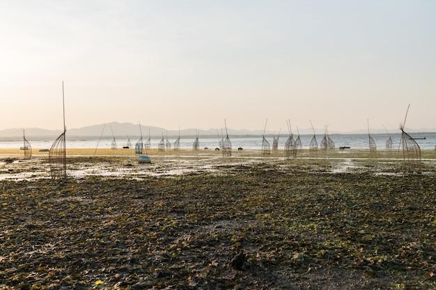 Traditionele bamboe vallen in lam takong meer van nakhon ratchasima