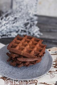 Traditionele belgische wafels met cacao op houten