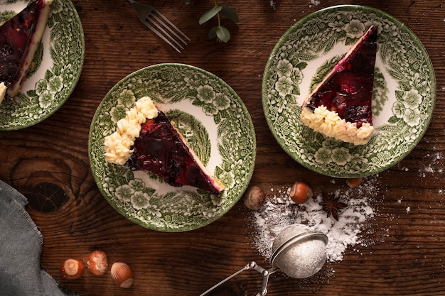 Traditionele cake in plat leggen