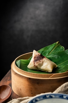 Traditionele chinese dragon boat festival sticky rice dumplings
