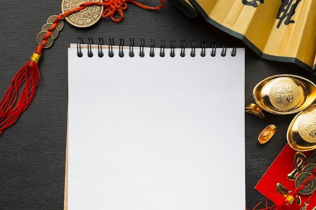 Traditionele chinese nieuwe jaarvoorwerpen kopiëren ruimtebladblok