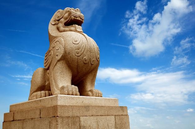 Traditionele chinese stenen leeuw