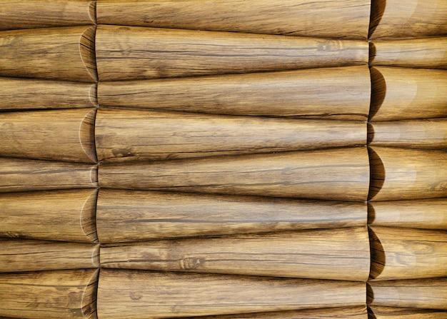 Traditionele ecologische consistente bekleding van een muur met bruin houten lariks visschubben houten shingl...