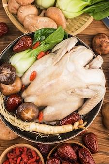 Traditionele food-kippensoep met ginseng,