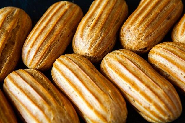 Traditionele franse eclairs met chocolade