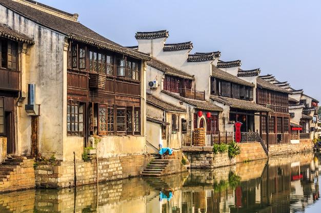 Traditionele functie trap brengt de oude stad