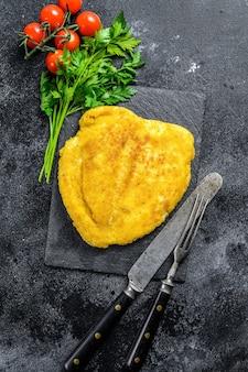 Traditionele gebakken kipschnitzel