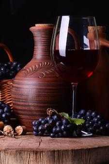 Traditionele georgische wijn, de oogst van dit jaar