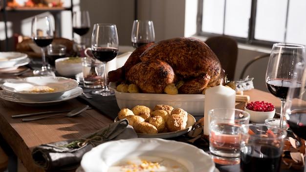 Traditionele gerechten geserveerd op thanksgiving day-evenement