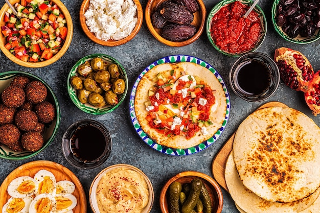 Traditionele gerechten uit de israëlische en midden-oosterse keuken