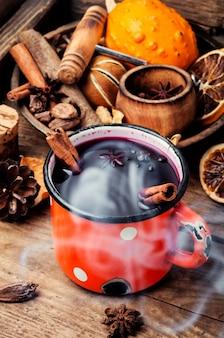 Traditionele glühwein in mok