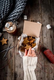 Traditionele herfst winter drankjes en lekkernijen. kop warme chocolademelk met marshmallow