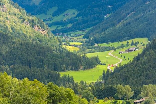 Traditionele huizen in de alpen