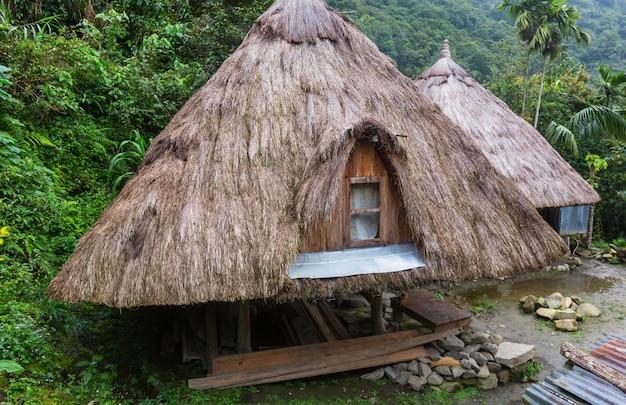 Traditionele huizen in de berggebieden van het eiland luzon, filippijnen