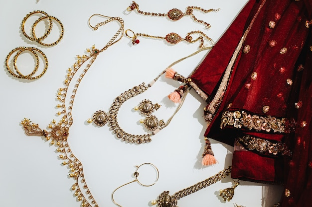 Traditionele indiase bruiloft sieraden
