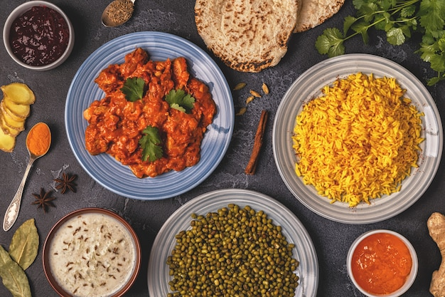 Traditionele indiase curry met kip