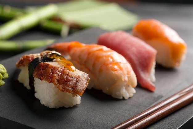 Traditionele japanse sushi