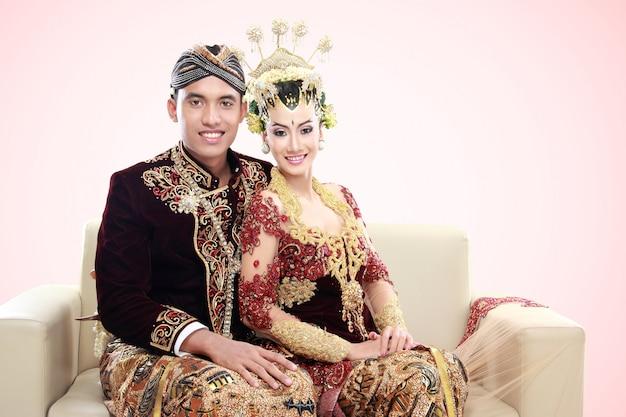Traditionele java bruidspaar