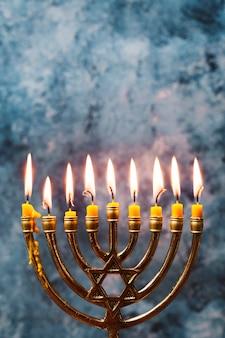 Traditionele kaarslichthouder voor hanukkah