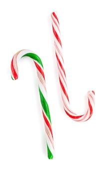 Traditionele kerst snoep stokken. geïsoleerd op witte achtergrond