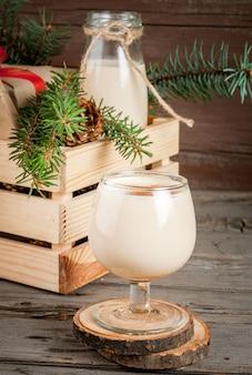 Traditionele kerstcocktail - irish cream of cola de mono
