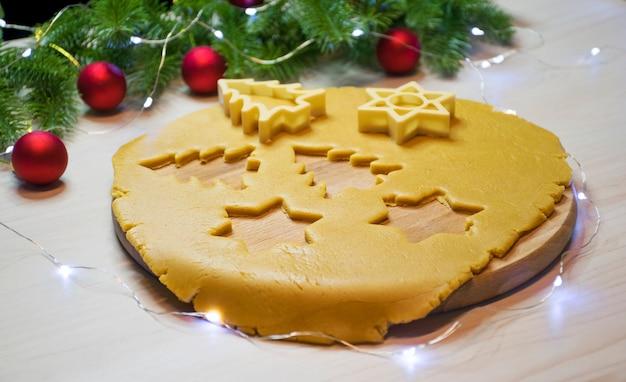 Traditionele kerstkoekjes met peperkoek en honing maken