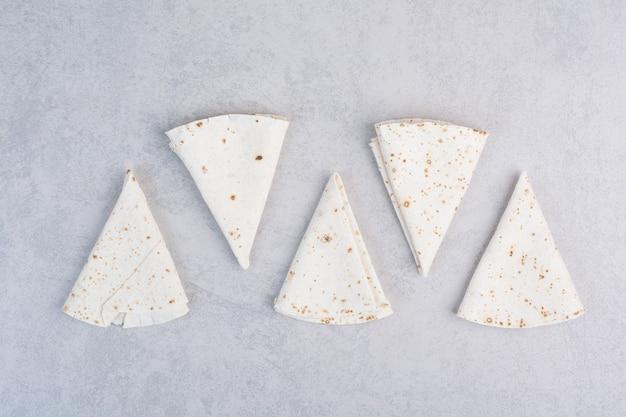 Traditionele lavash-wraps op marmeren oppervlak
