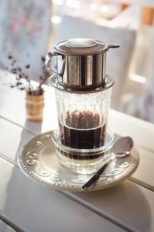 Traditionele methode alternatief voor het maken van vietnamese koffie
